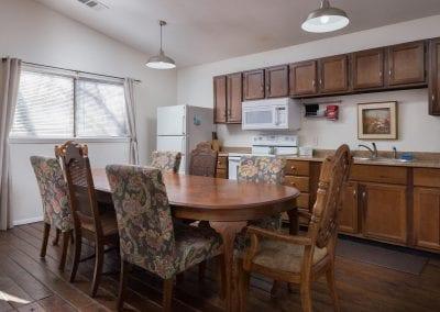 Cottage 10 Diningroom 400x284
