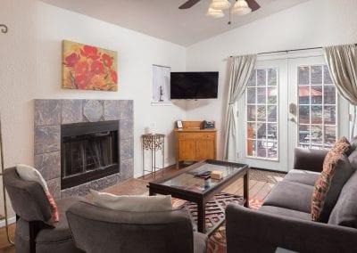 Cottage 10 Livingroom 400x284