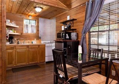 Cottage 12 Diningroom 400x284