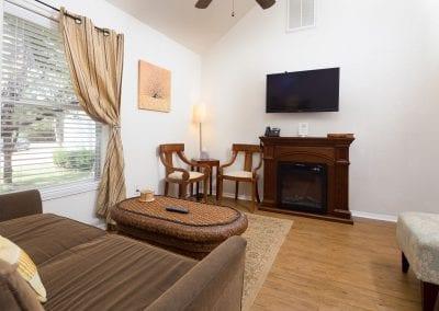 Cottage 2 Livingroom 400x284