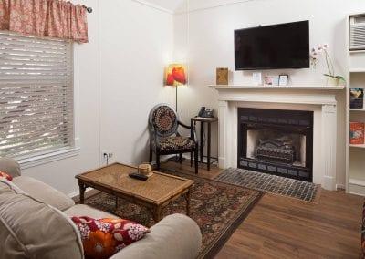 Cottage 3 Livingroom 400x284
