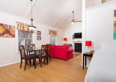 Cottage 4 Diningroom 400x284