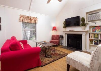 Cottage 4 Livingroom 400x284