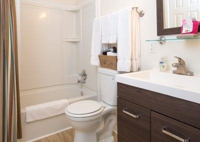 Cottage 7 Bathroom 400x284