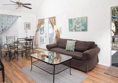 Cottage 7 Living 400x284