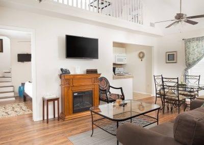 Cottage 7 Livingroom 400x284