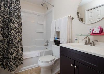 Cottage 8 Bathroom 400x284