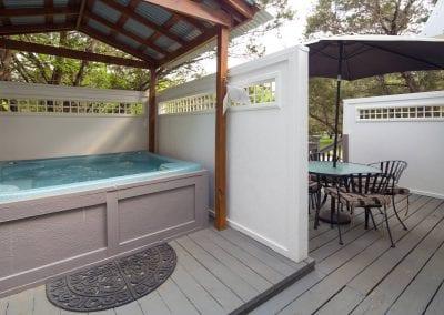 Cottage 8 Hot Tub 400x284