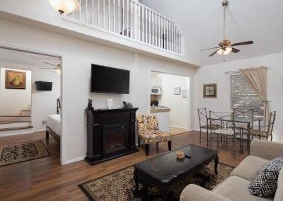 Cottage 8 Livingroom 2 400x284