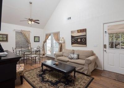 Cottage 8 Livingroom 400x284