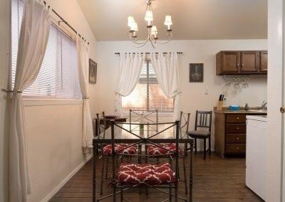 Cottage 9 Diningroom 400x284