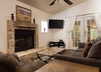 Cottage 9 Livingroom 400x284